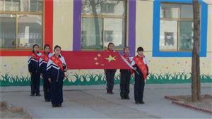 升旗的学生们