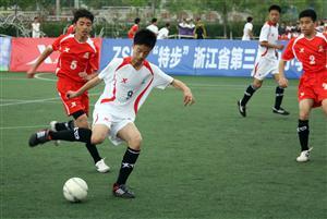 踢足球,锻炼身体