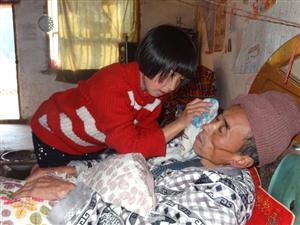 孝敬父母:照顾患病父亲