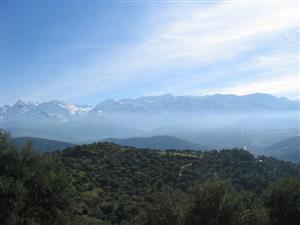 远眺的山中景色