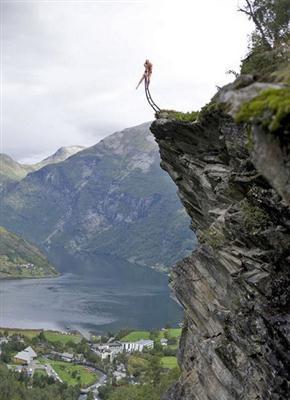 突兀耸立的悬崖