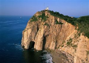 悬崖下的海