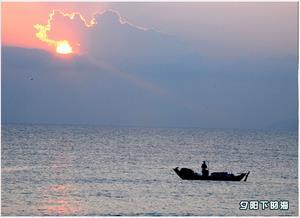 夕阳下的海