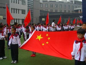 升国旗的学生们1