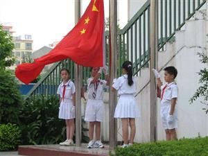 升国旗的学生们3