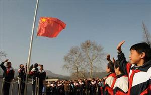 升国旗的学生们6