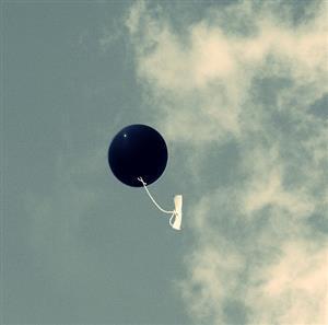 推荐阅读:黑色气球