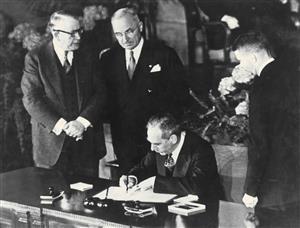 《北大西洋公约》签字仪式