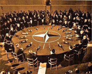 北约召开首脑会议的现场