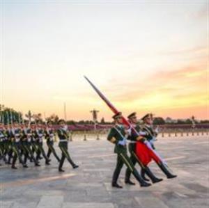 [精]《升国旗》课件